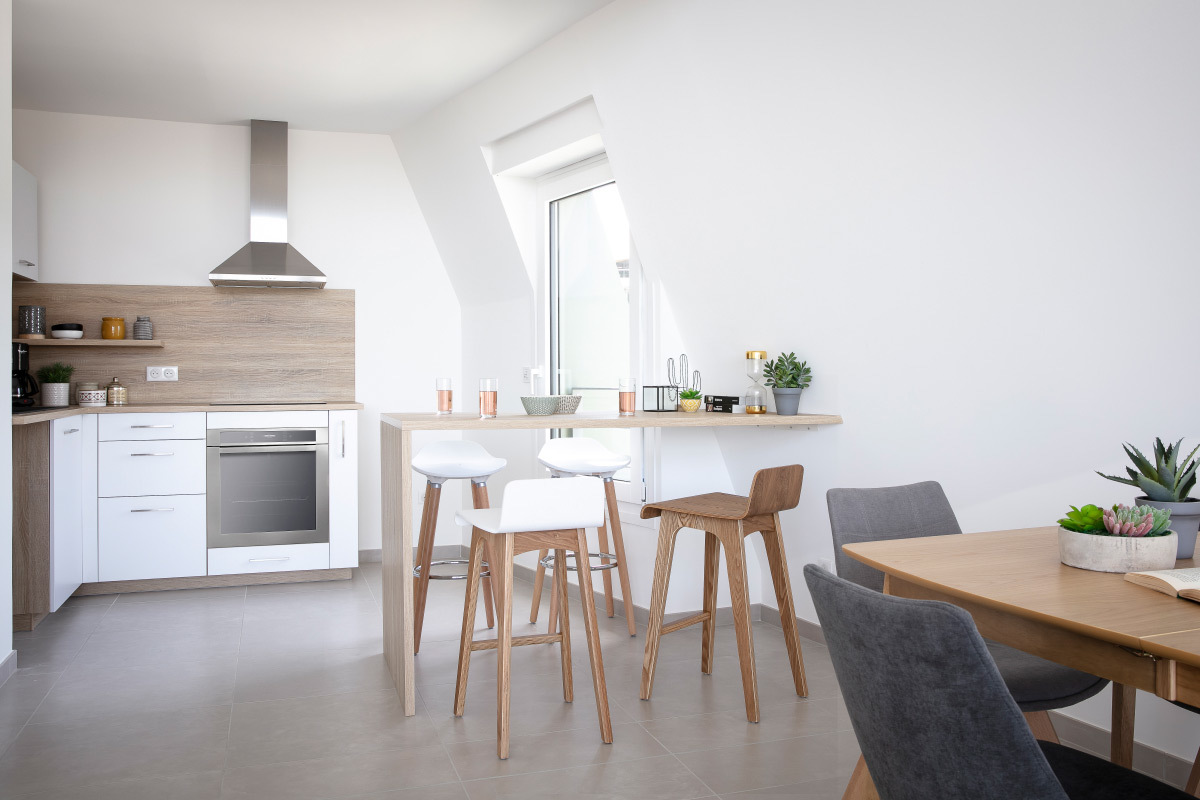 Chaise de bar scandinave bois et blanc H6 cm BALTIK - Miliboo
