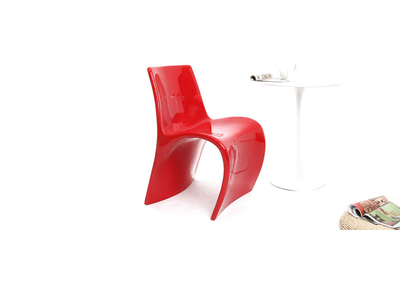 Chaise design rouge OWIE