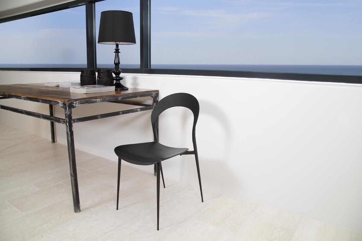 Chaises design noires lot de 4 slim miliboo - Lot de chaises noires ...