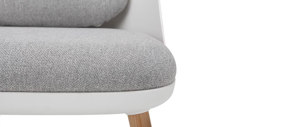 Fauteuil design blanc avec coussins en tissu et pieds bois clair LEAF
