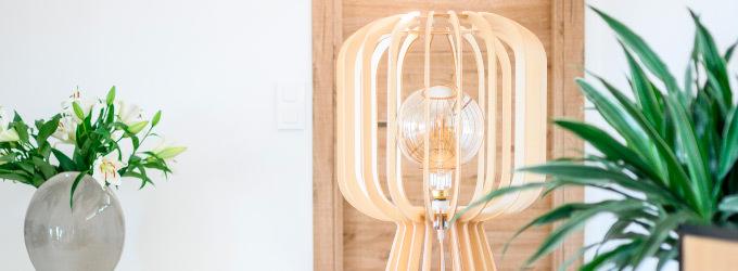 Lampadaire en bois rotin ou metal