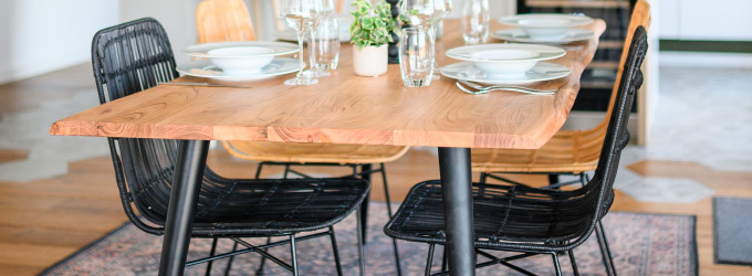 Table en bois style scandinave ou industriel