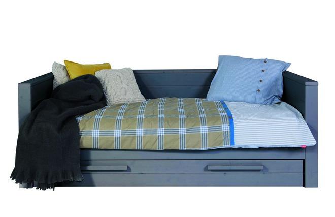 lit banquette enfant avec sommier et tiroir de rangement en pin gris fonc bross corti miliboo. Black Bedroom Furniture Sets. Home Design Ideas