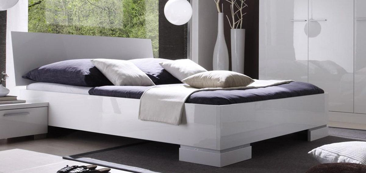 lit design laqu blanc 2 personnes 140x190 netta miliboo. Black Bedroom Furniture Sets. Home Design Ideas
