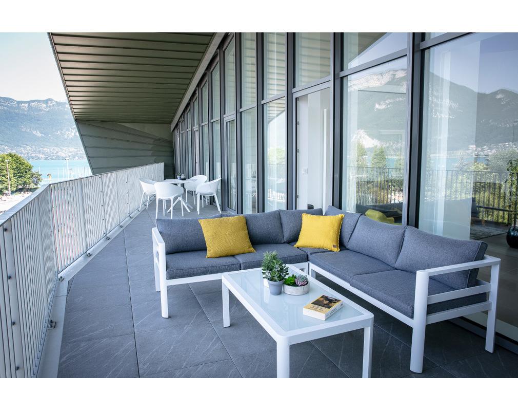 Salon de jardin design gris foncé avec table basse TONIGHT ...