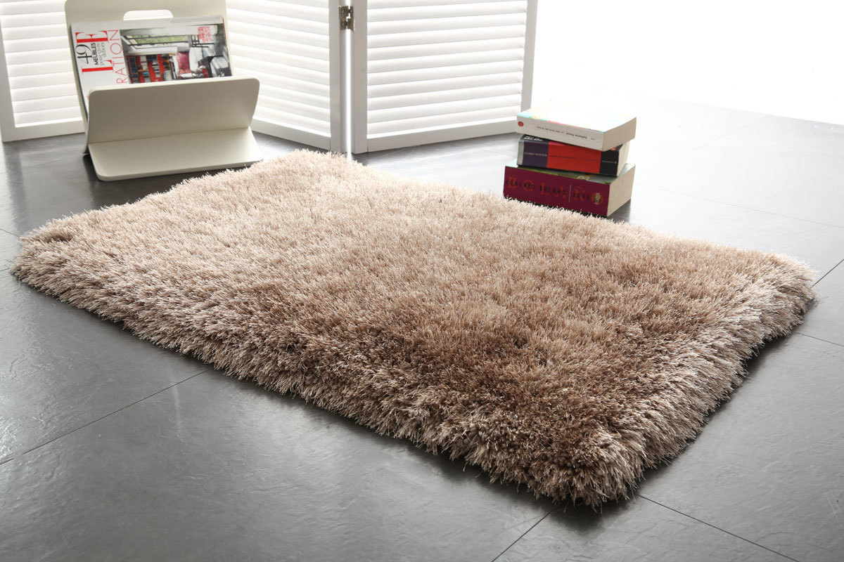 tapis shaggy descente de lit taupe 60x90 valdo miliboo. Black Bedroom Furniture Sets. Home Design Ideas