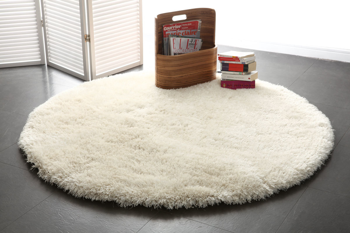 Tapis shaggy rond blanc 150 cm ugo miliboo - Alfombras redondas ...